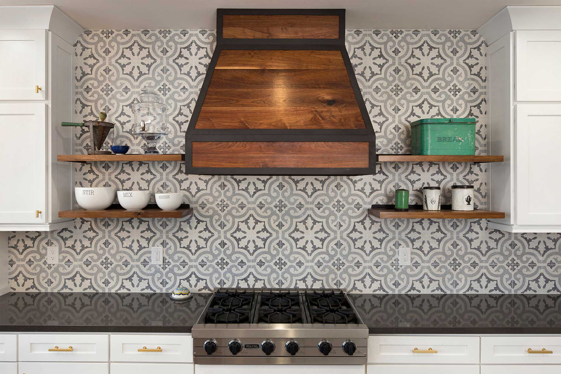 gray patterned tile backsplash