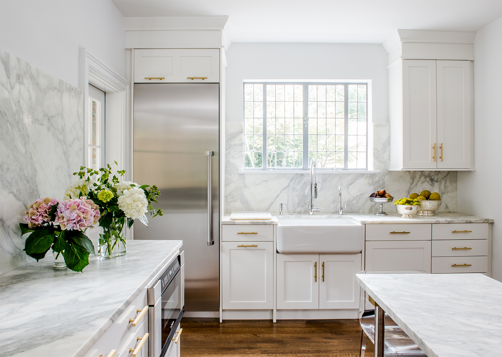 neutral-colored kitchen with marble slab backsplash