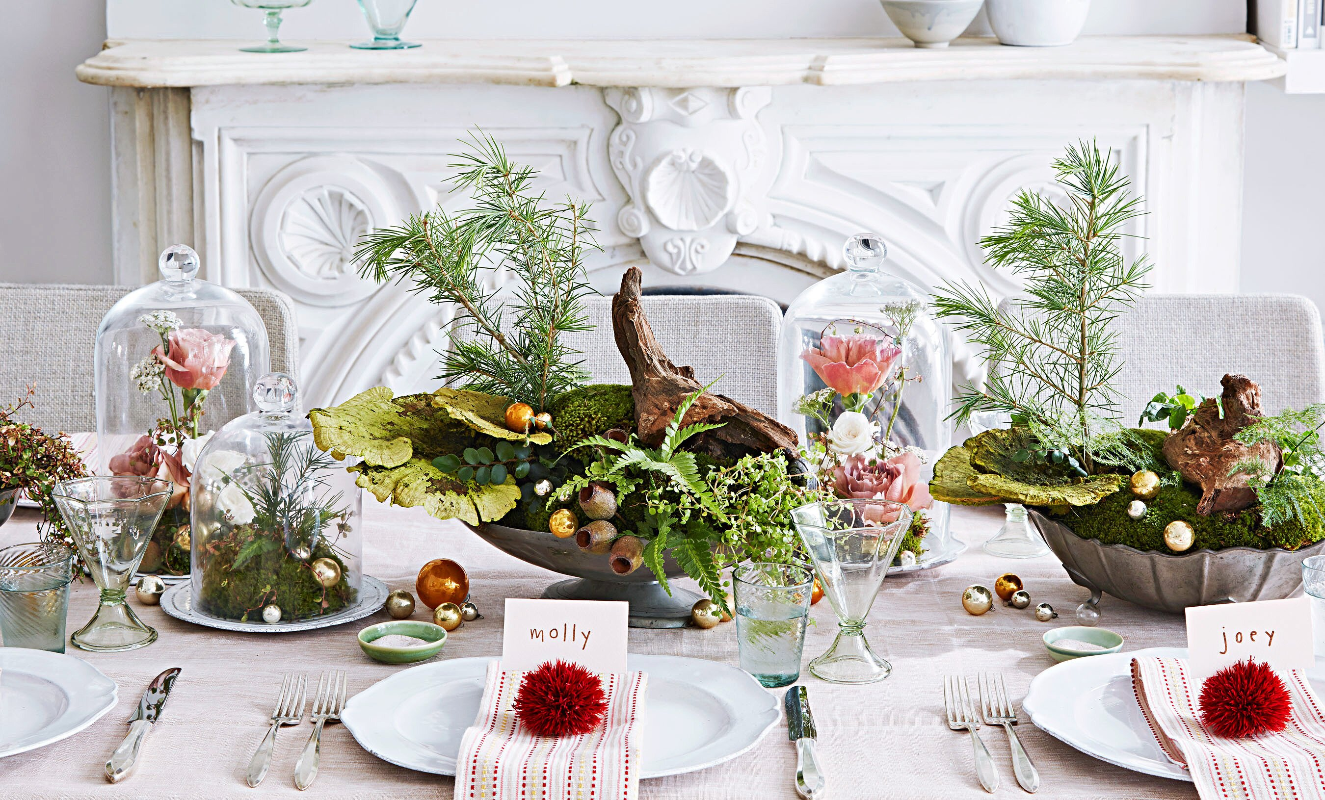 floral table settings for Christmas