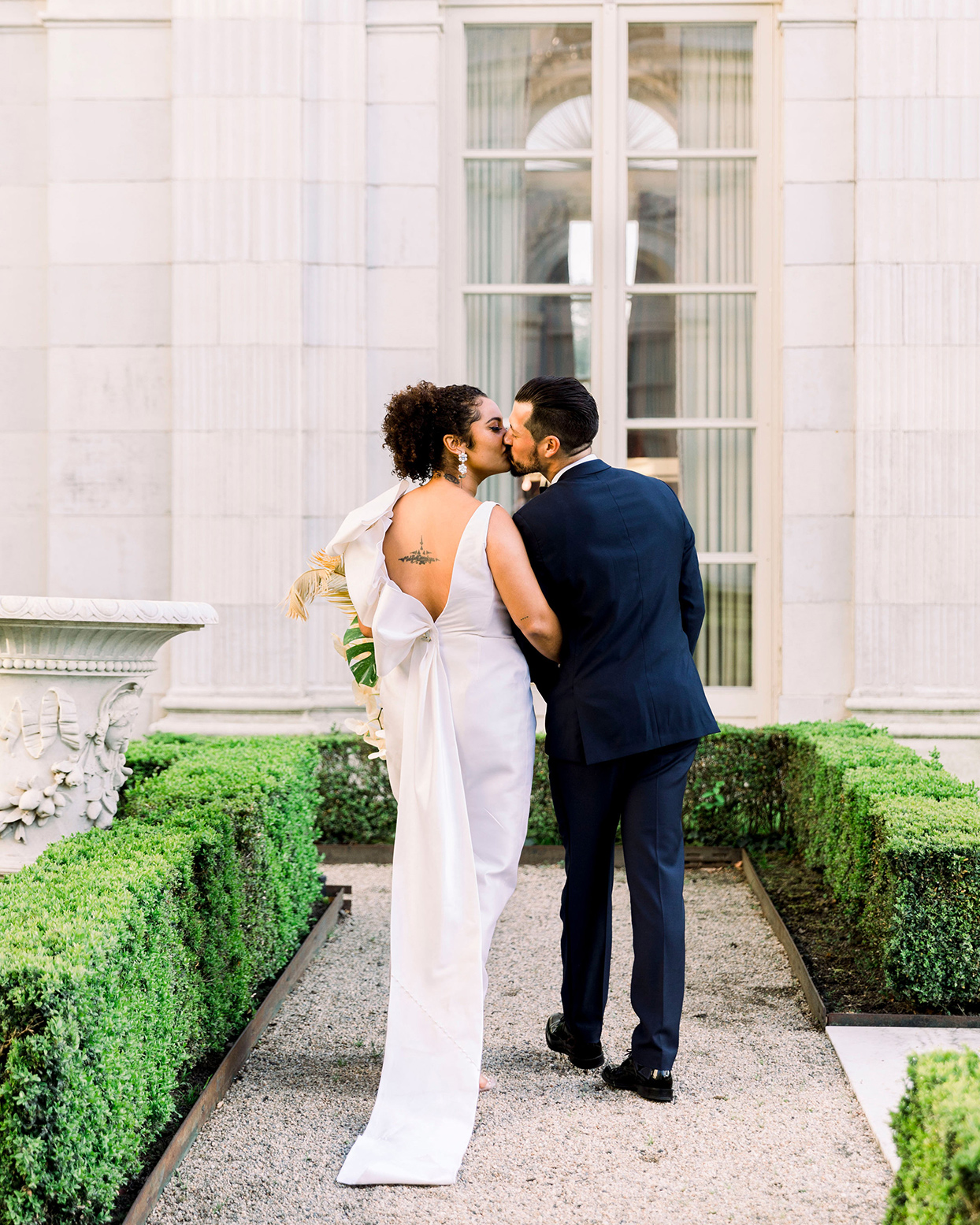 dalila elliot wedding couple kiss in front of mansion