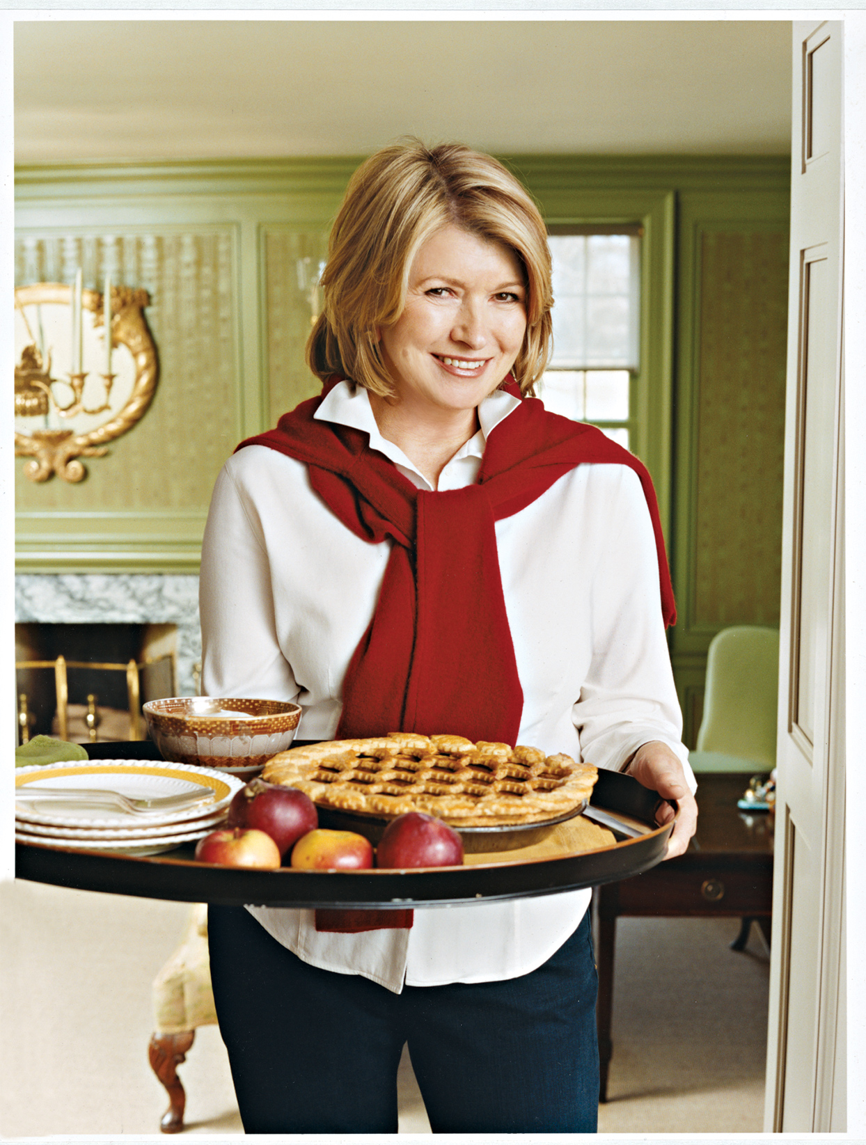 martha stewart holding tray with apple pie