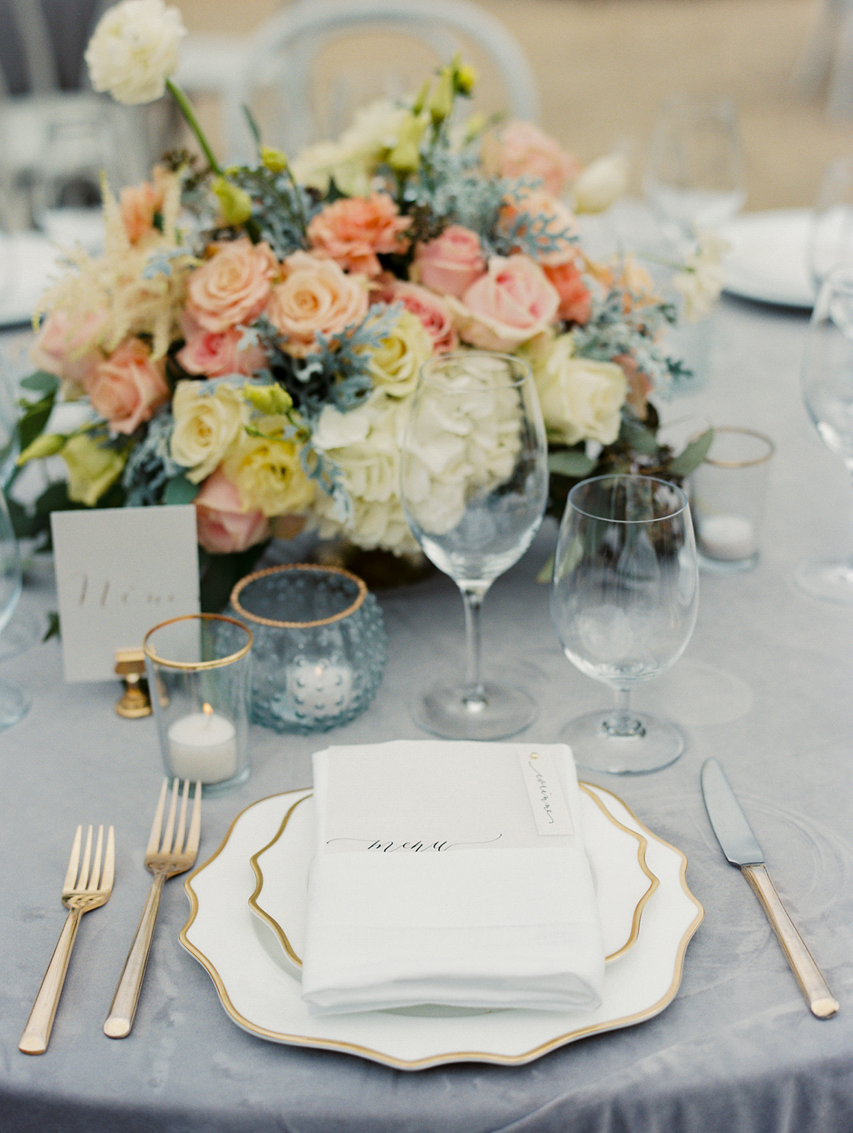 mika steve wedding place setting with blue and pink flowers