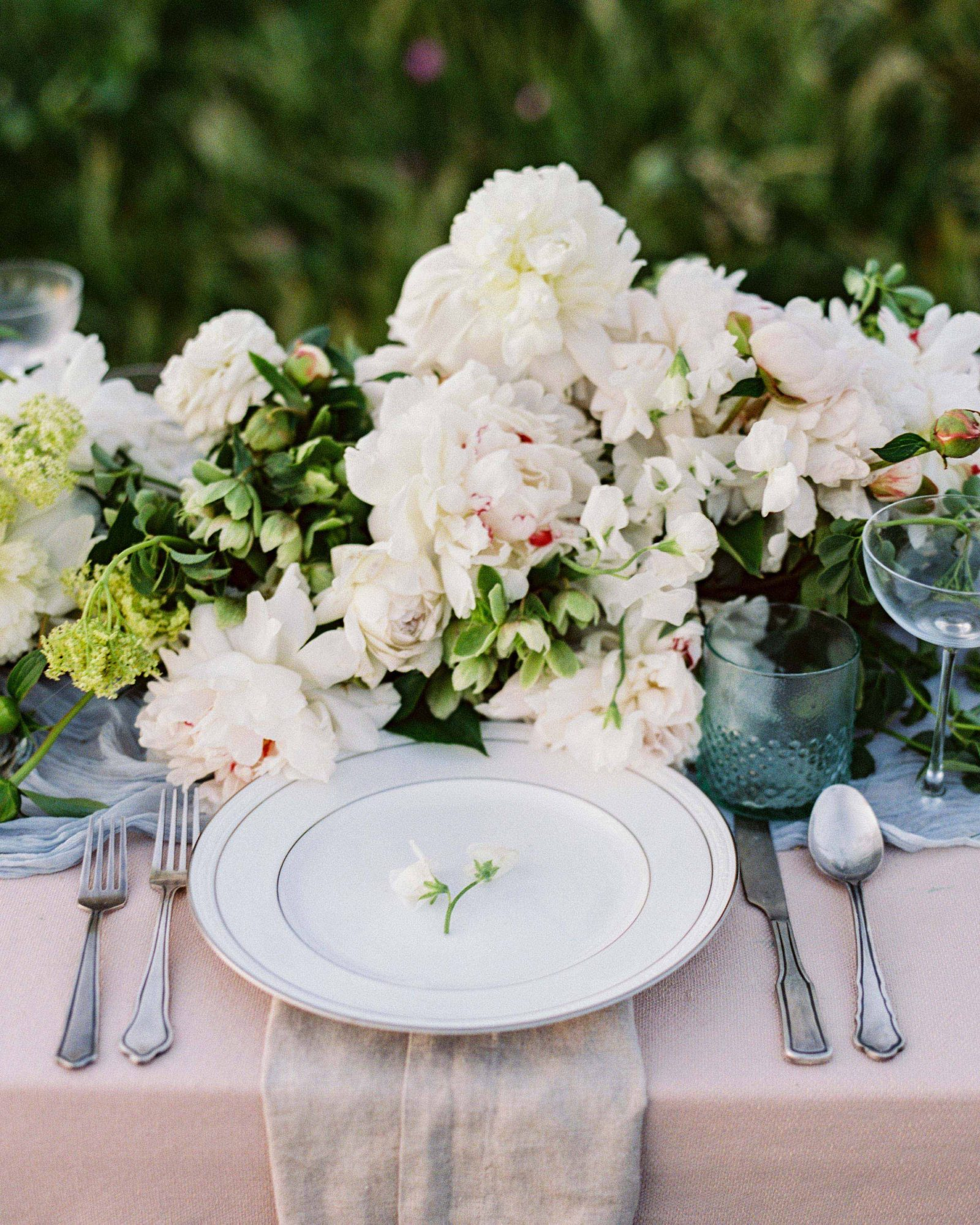 white flowers and greenery floral table arrangements