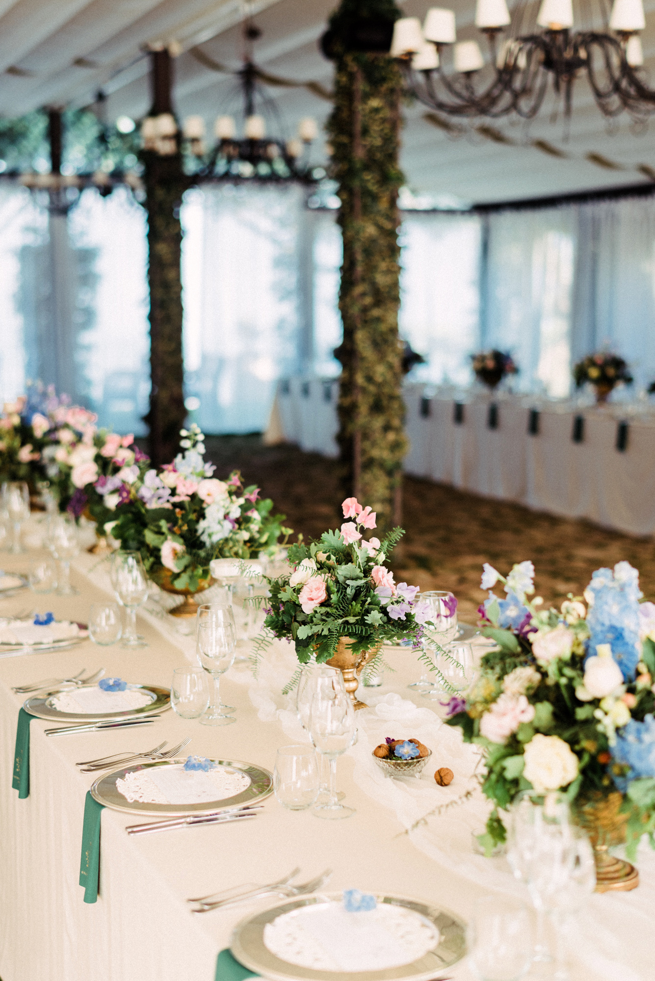 onome efe wedding reception tables and centerpieces