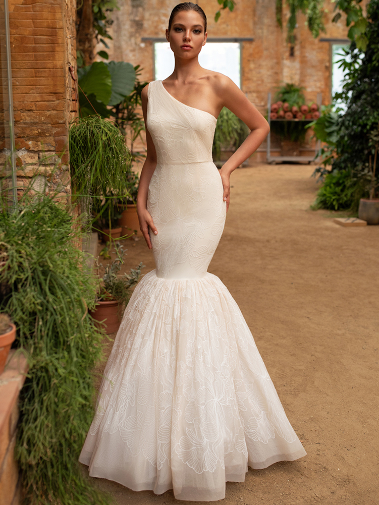 Zac Posen For White One trumpet a-line one-shoulder wedding dress fall 2020