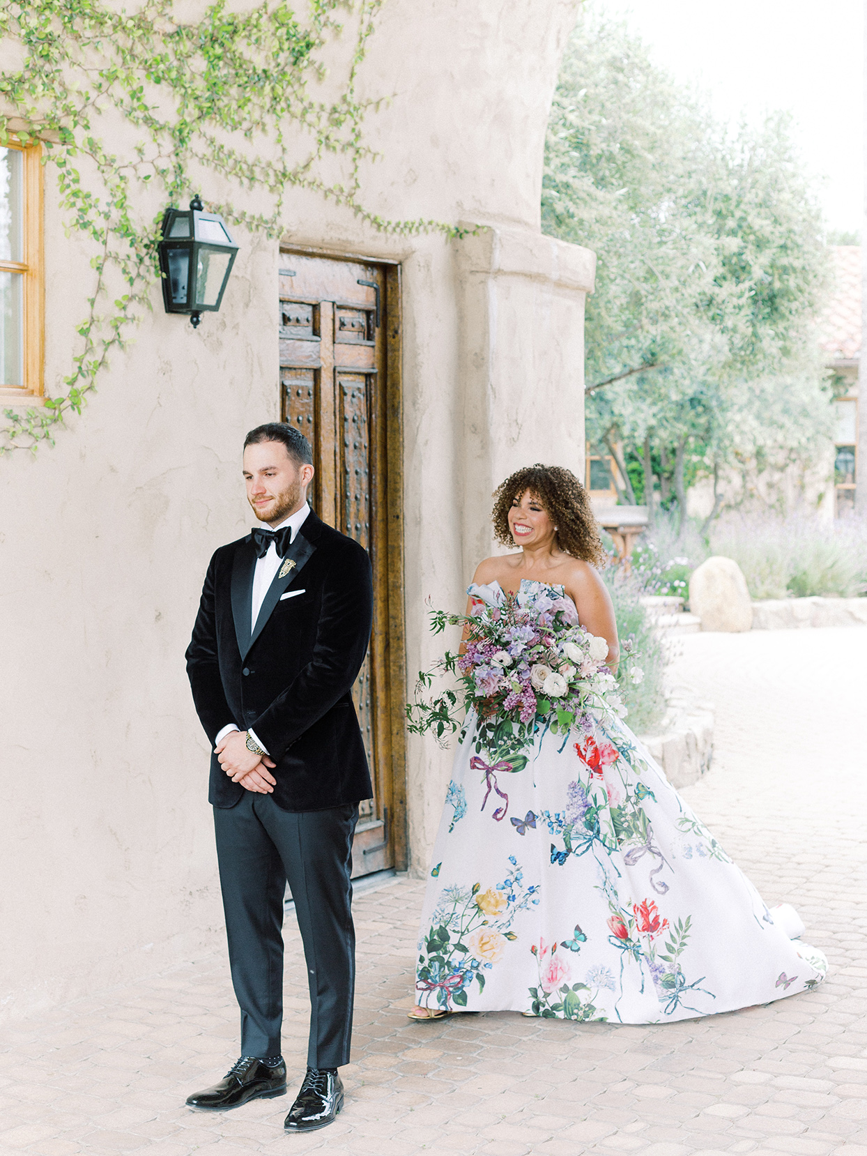 raina salih wedding first look in courtyard