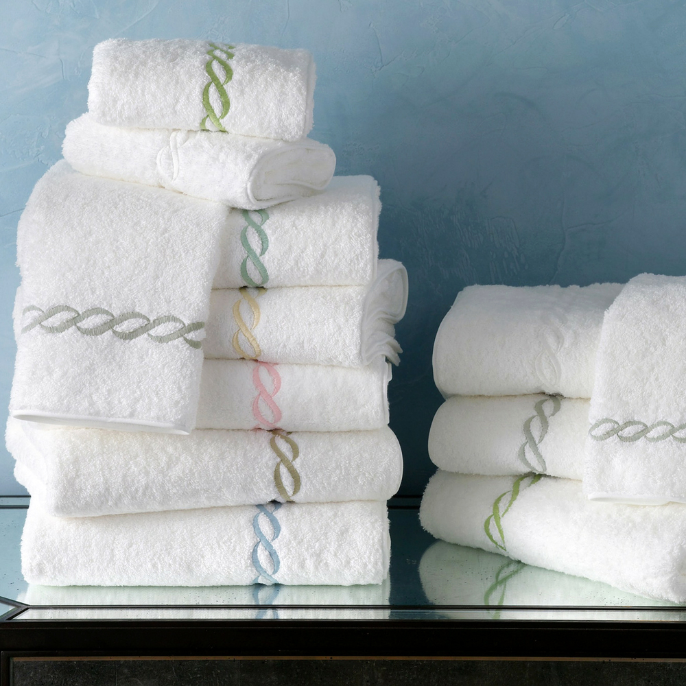 chain border on white towels