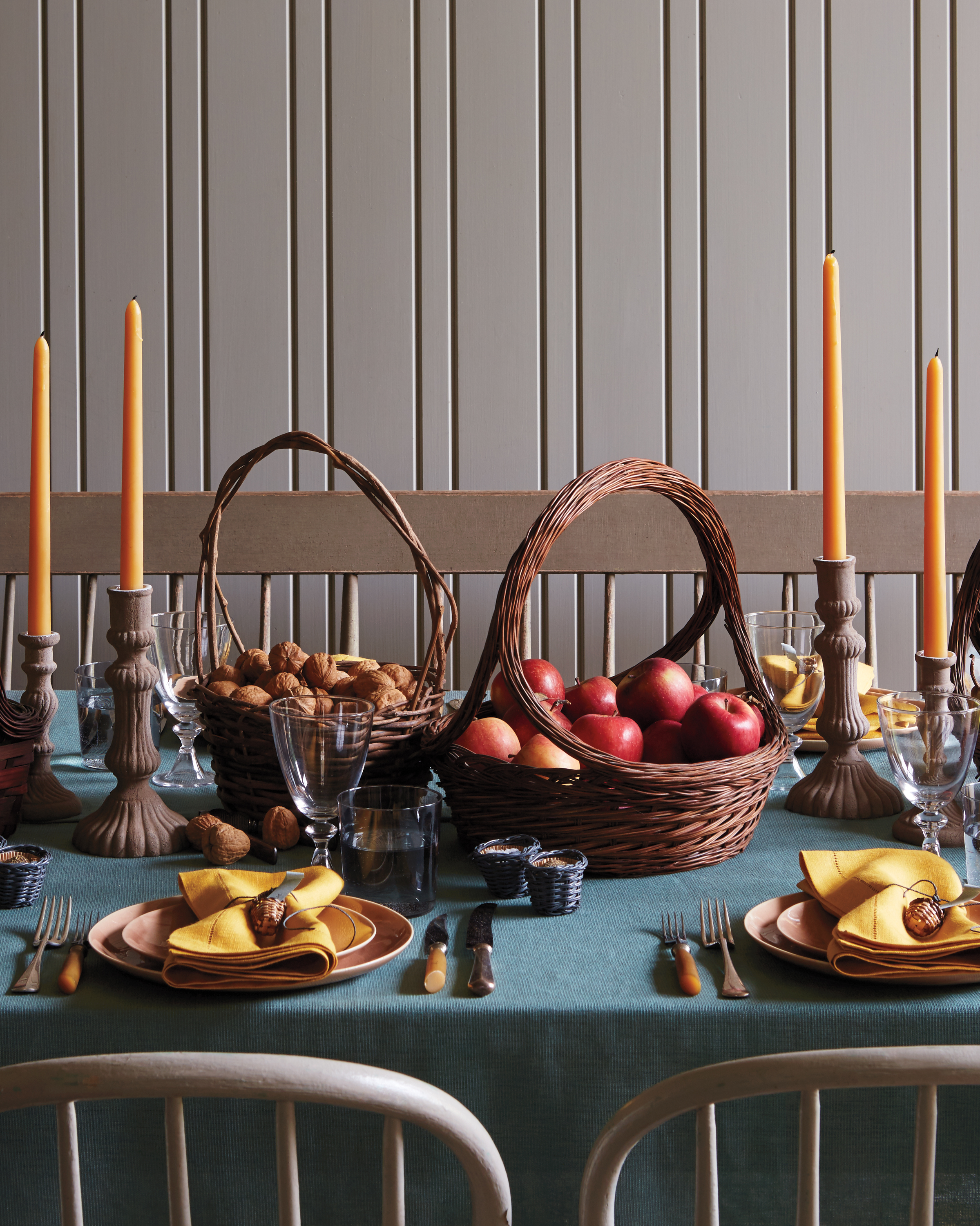 baskets table setting for Thanksgiving