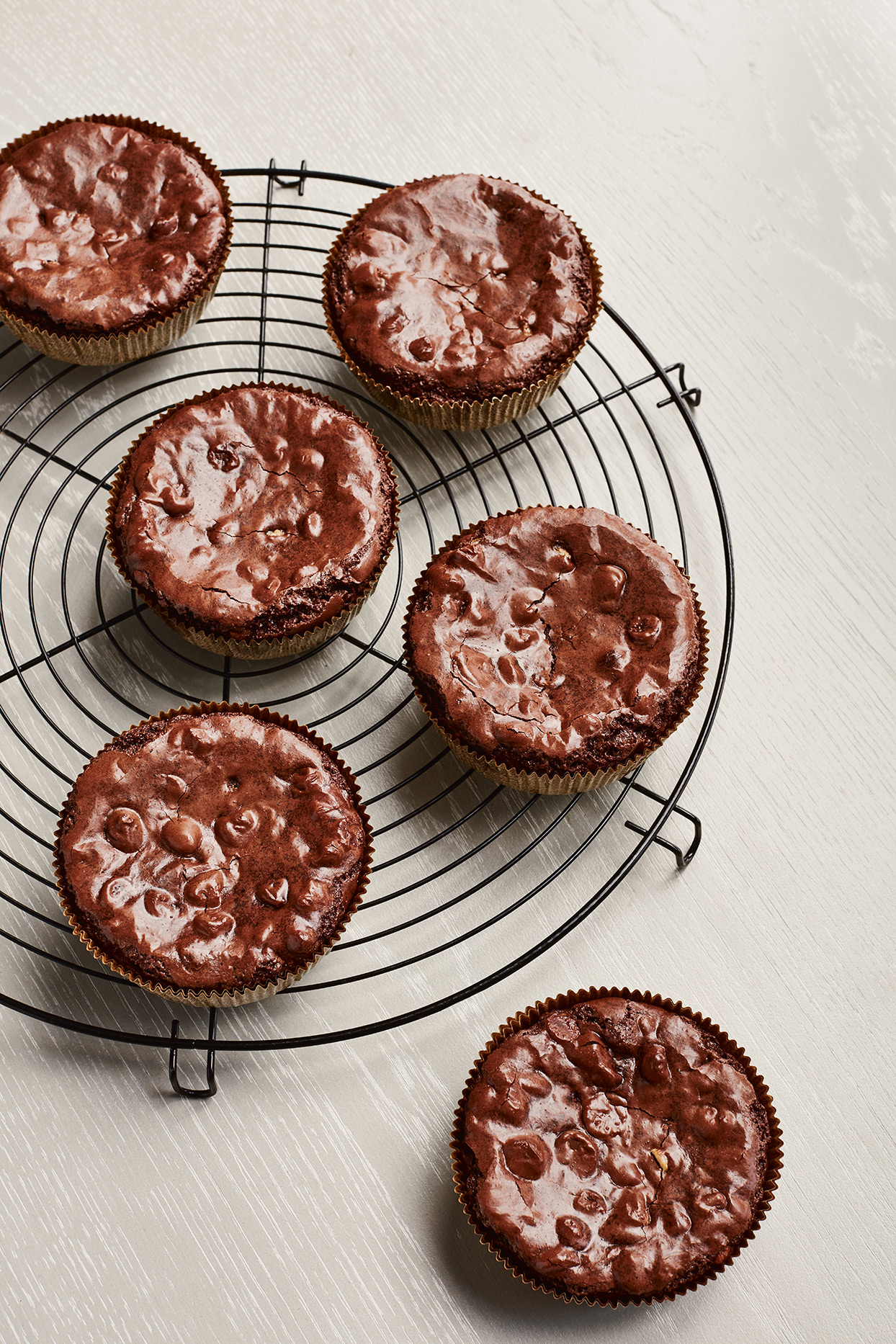 brownie cups on circular cooling rack