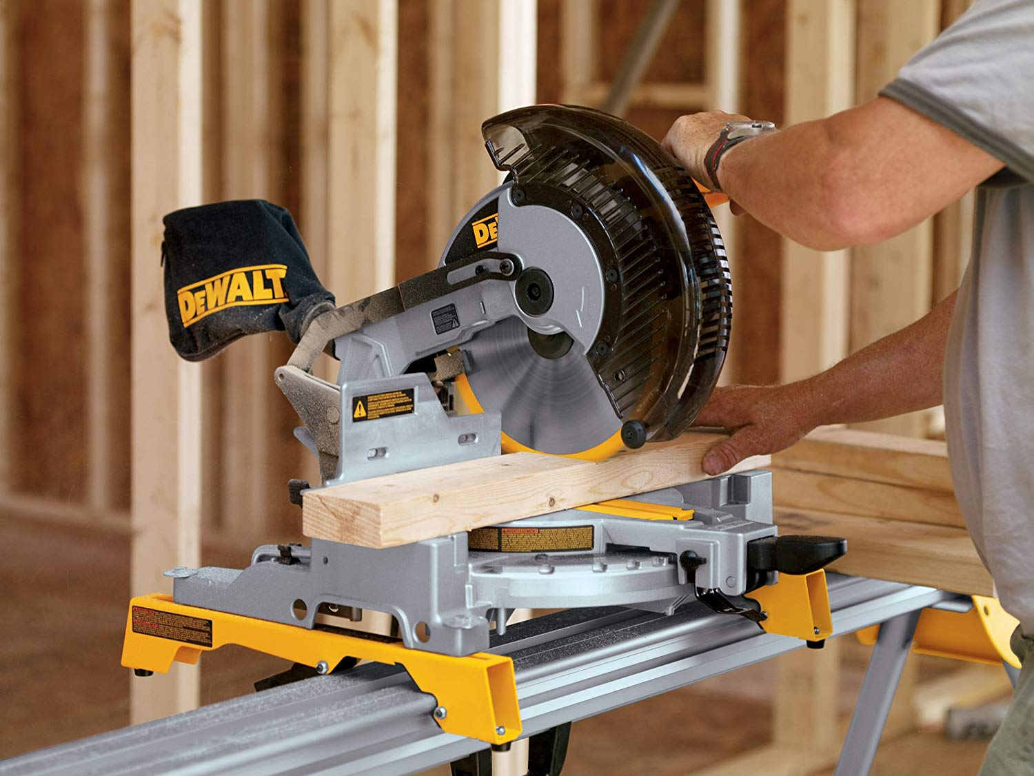 "Dewalt ""DW713"" Portable Compound Miter Saw"