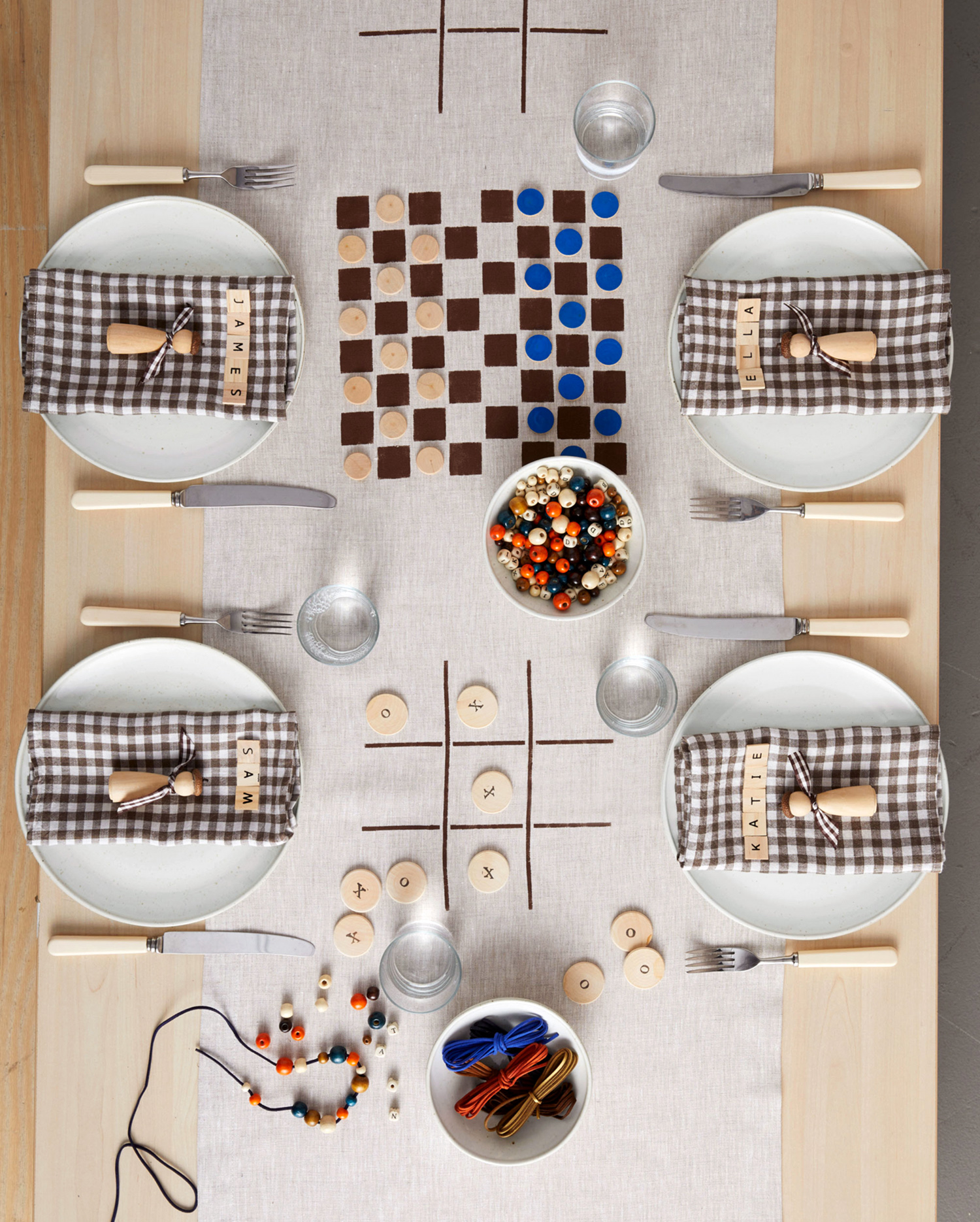 thanksgiving table games tic-tac-toe and checkers
