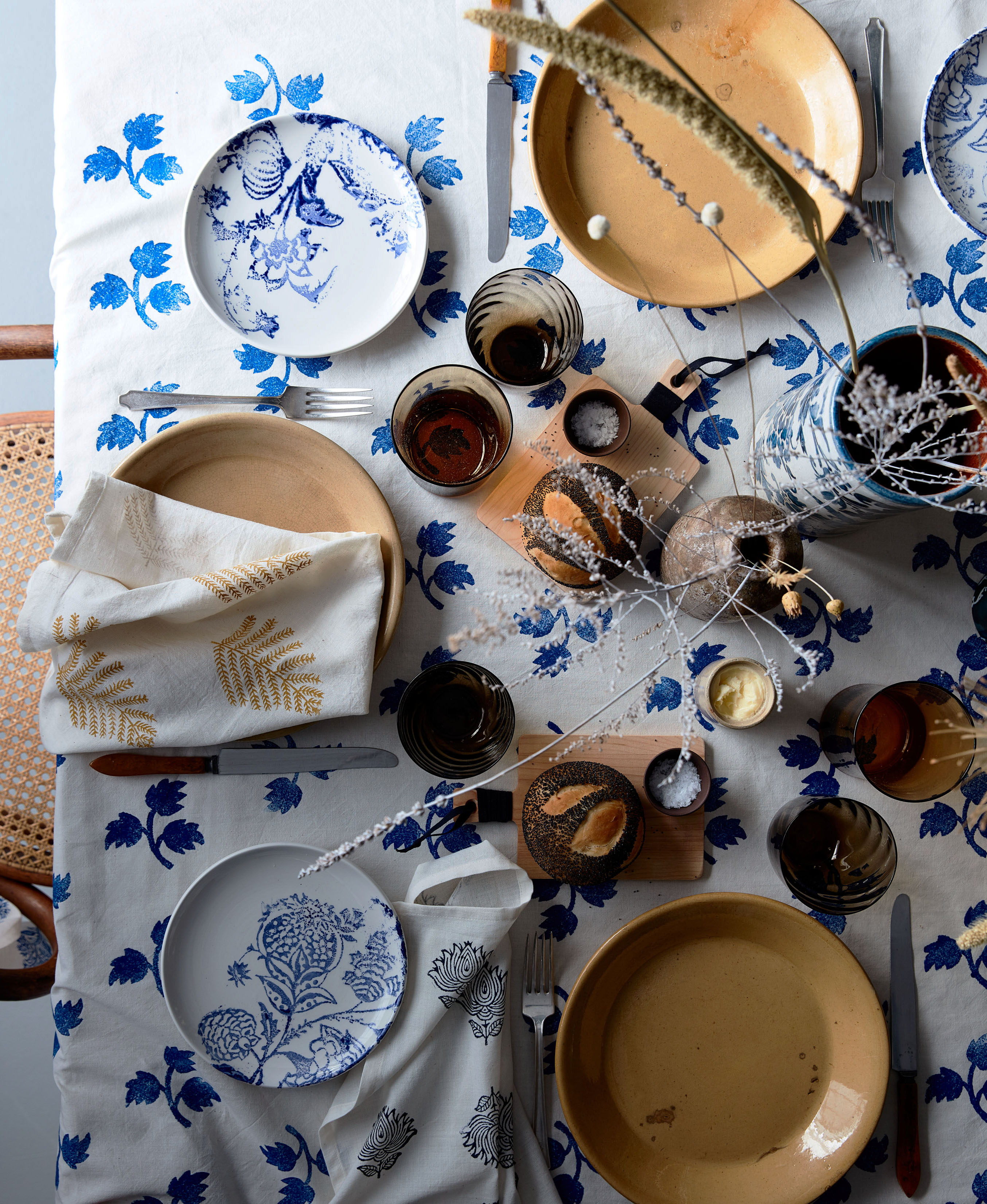 blue-thanksgiving-table