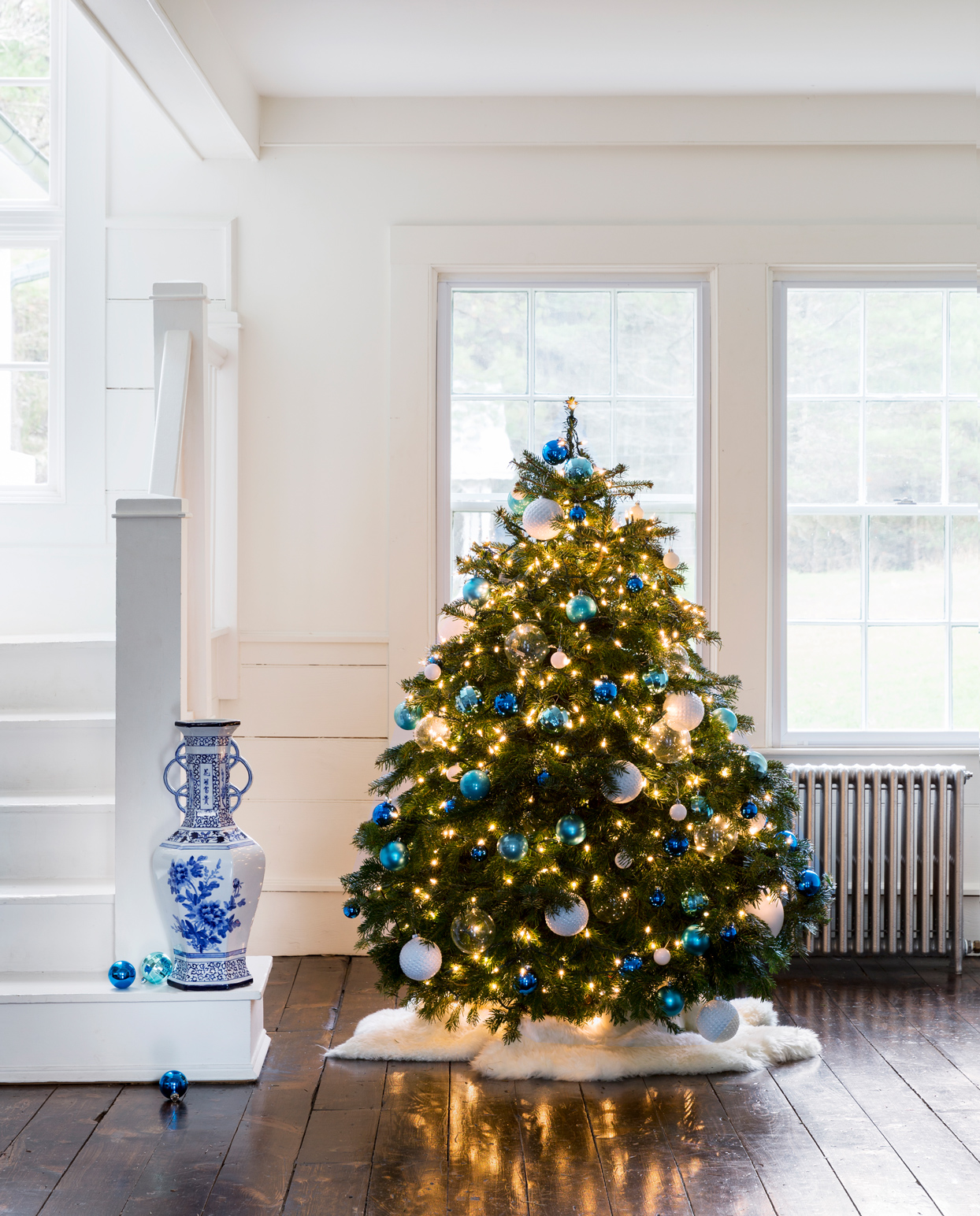 christmas tree with blue and white ornaments