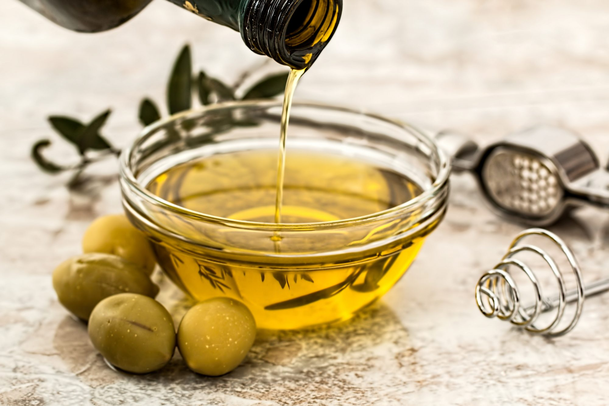 olive-oil-on-table