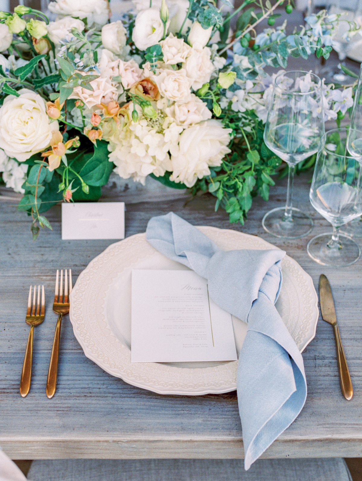 Airy Place Settings