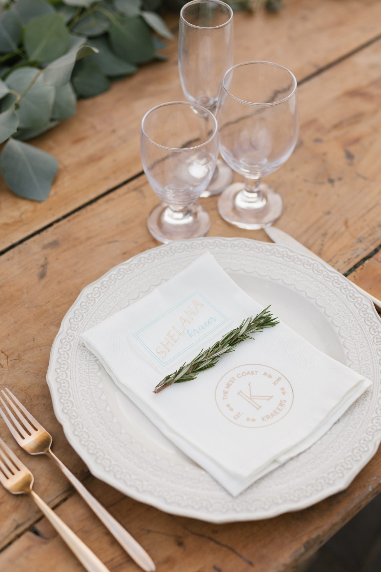 shelana kevin wedding place setting with couple's names