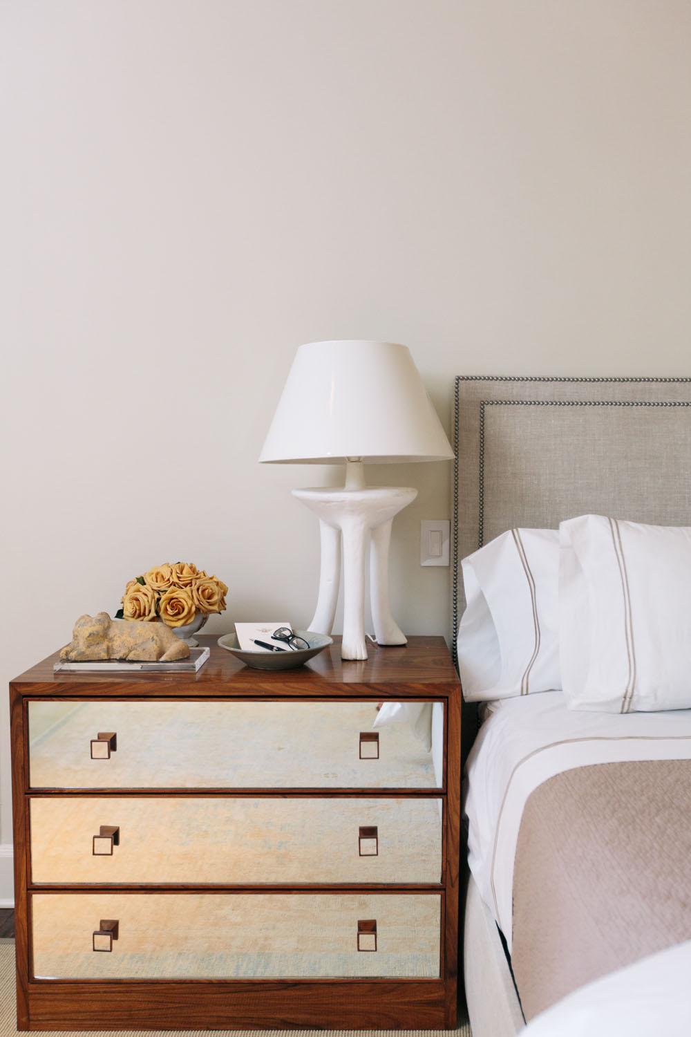 nightstand decor with tray and lamp