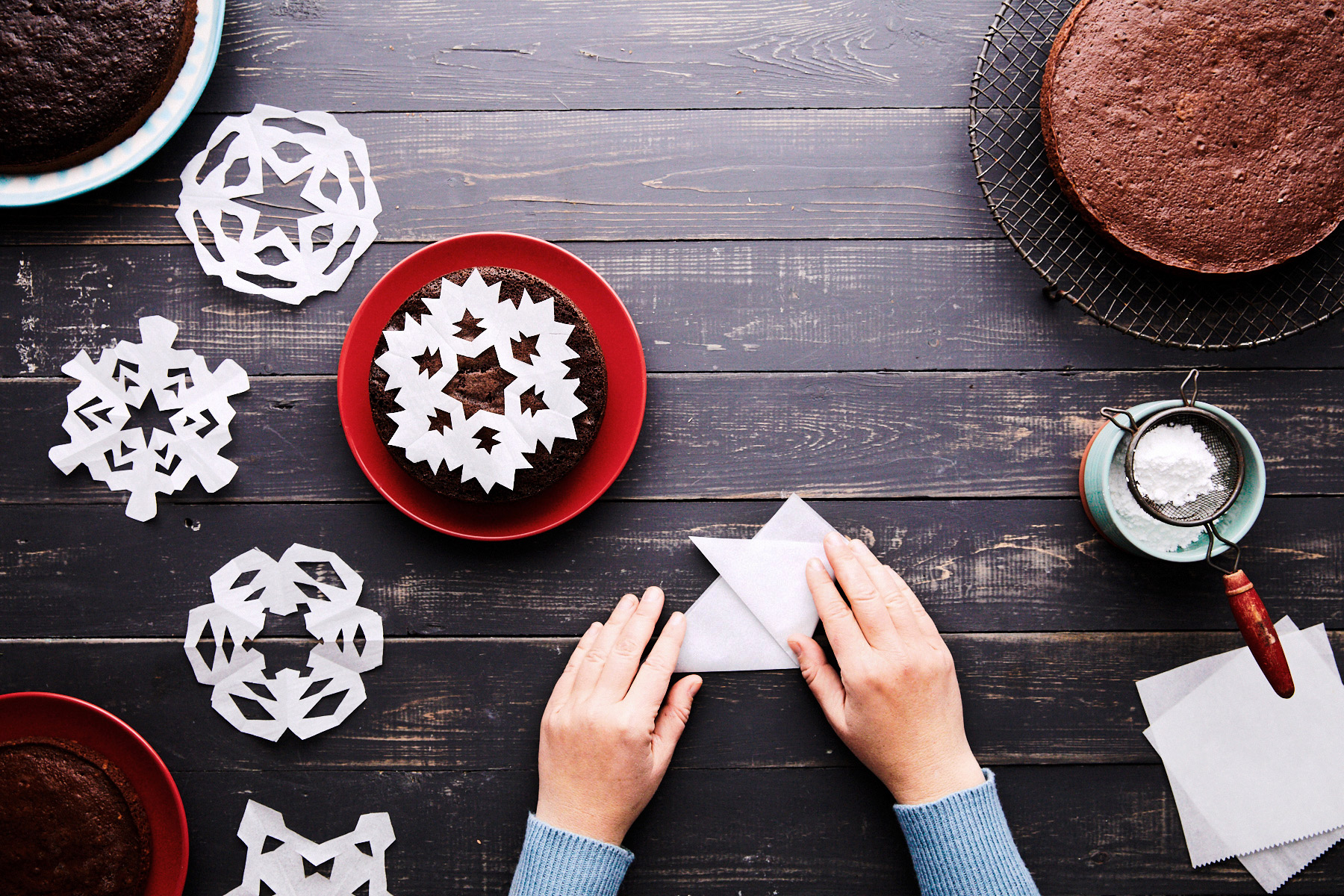folding triangle parchment paper snowflake cake