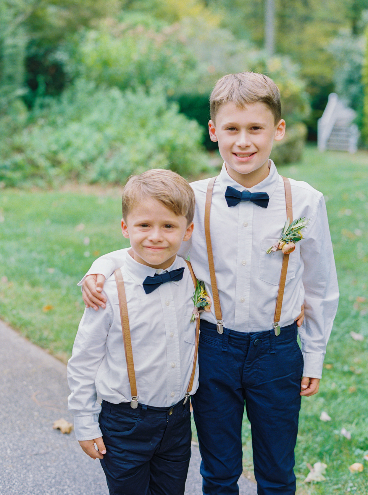 Two boys as best man and ring bearer