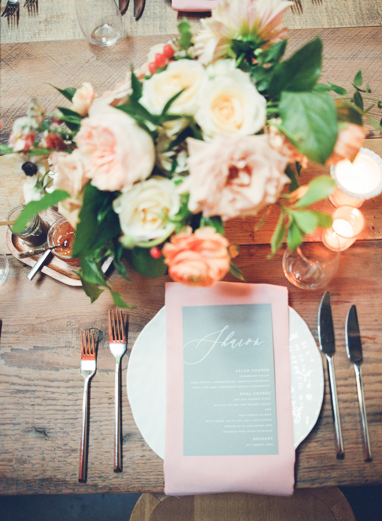 shelby david wedding place setting with flowers