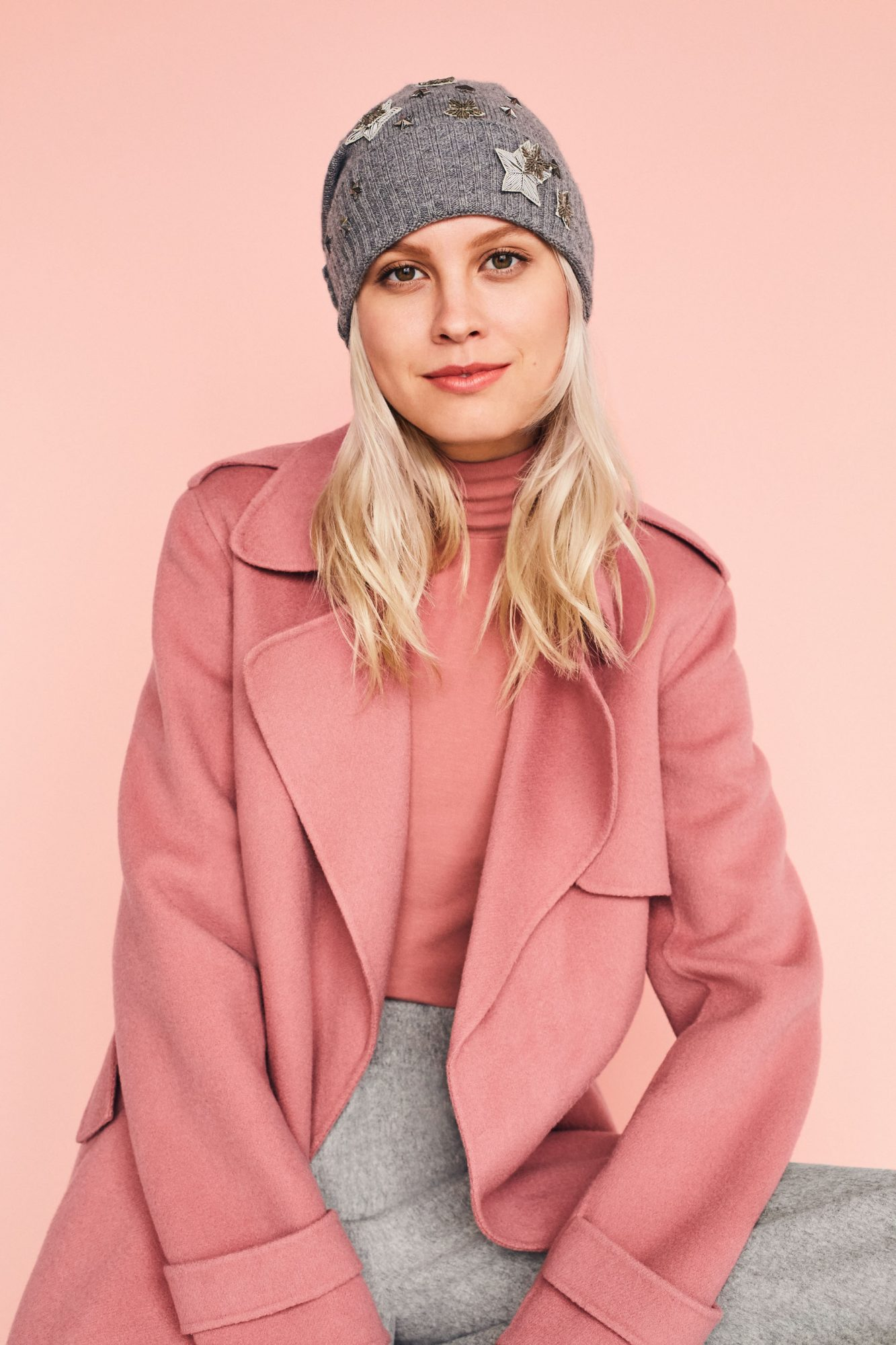 cashmere beanie with appliques