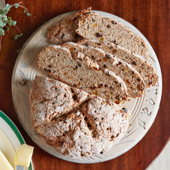 irish soda bread with rye and currants