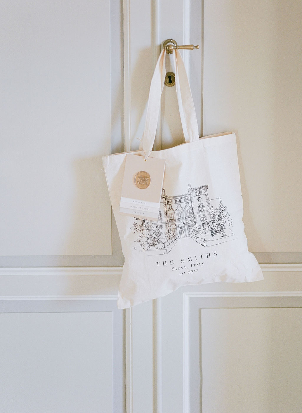 canvas welcome bag with illustration of villa
