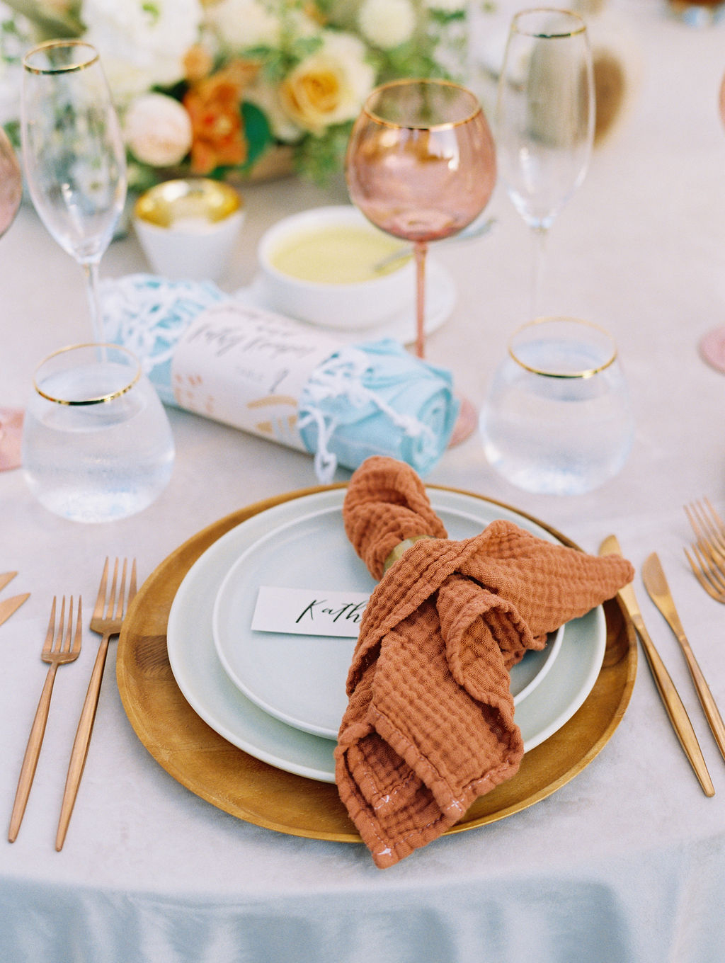 sara trisdan wedding reception plate setting with burnt orange napkin
