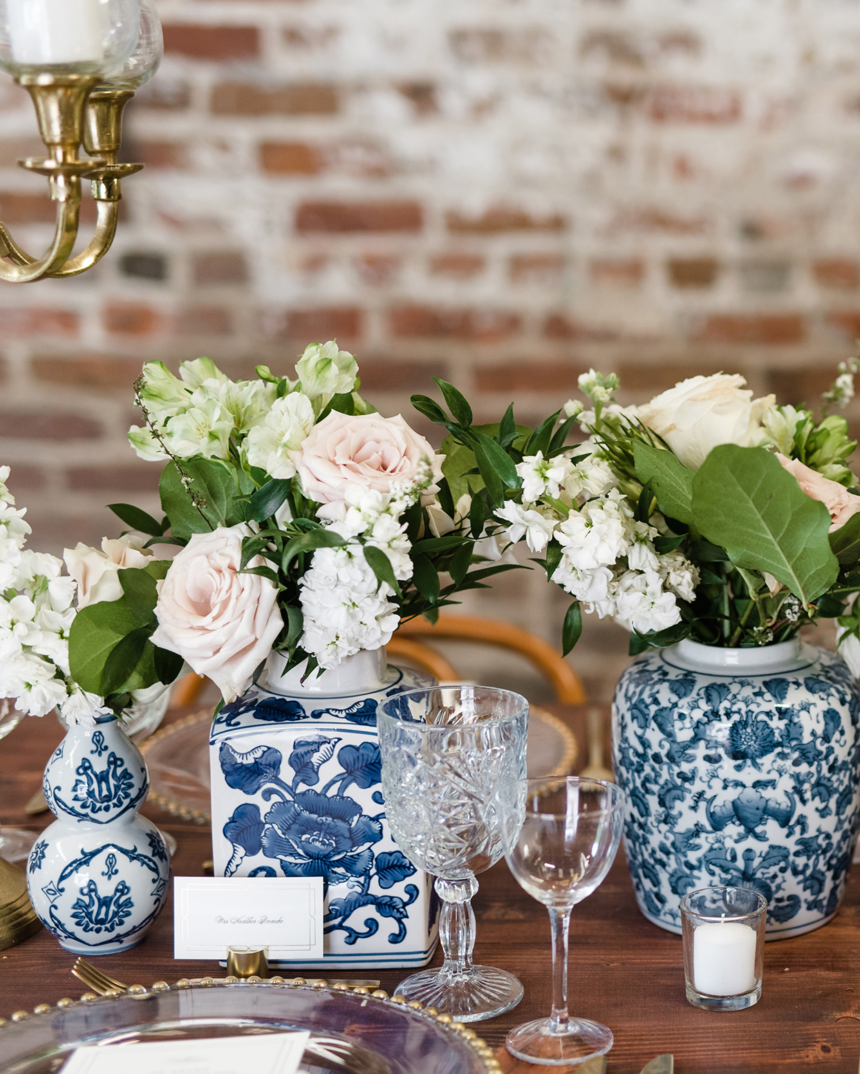 blue-and-white chinoiserie vases with white and blush blooms