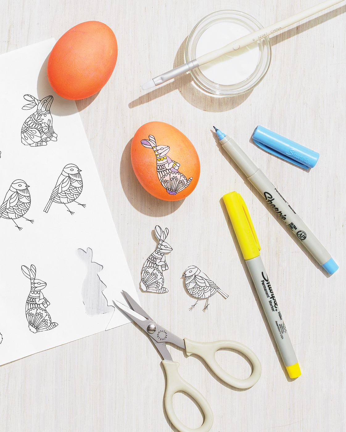 decorating Easter eggs with clip-art