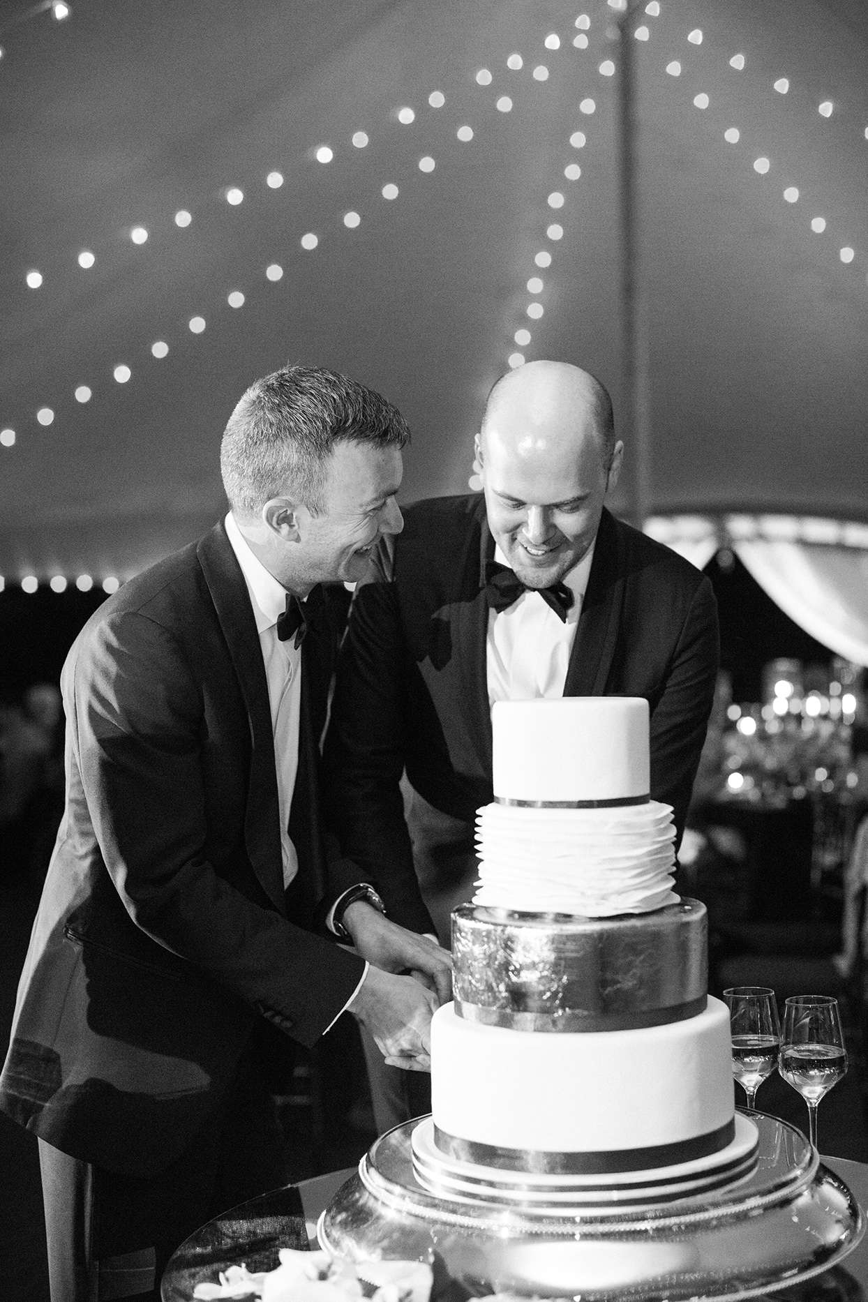 robert anthony wedding grooms cutting cake