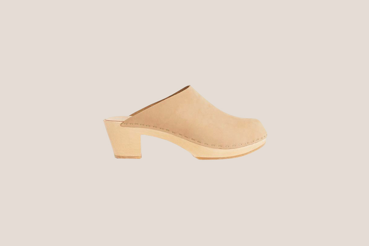 "Bryr ""Clementine"" Closed Toe Clog in Blush"