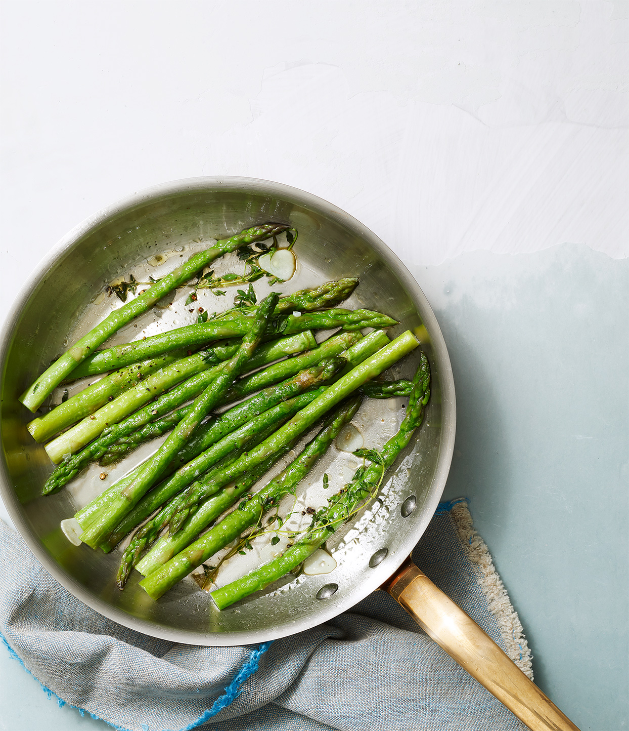 Sauteed Asparagus with Garlic and Thyme