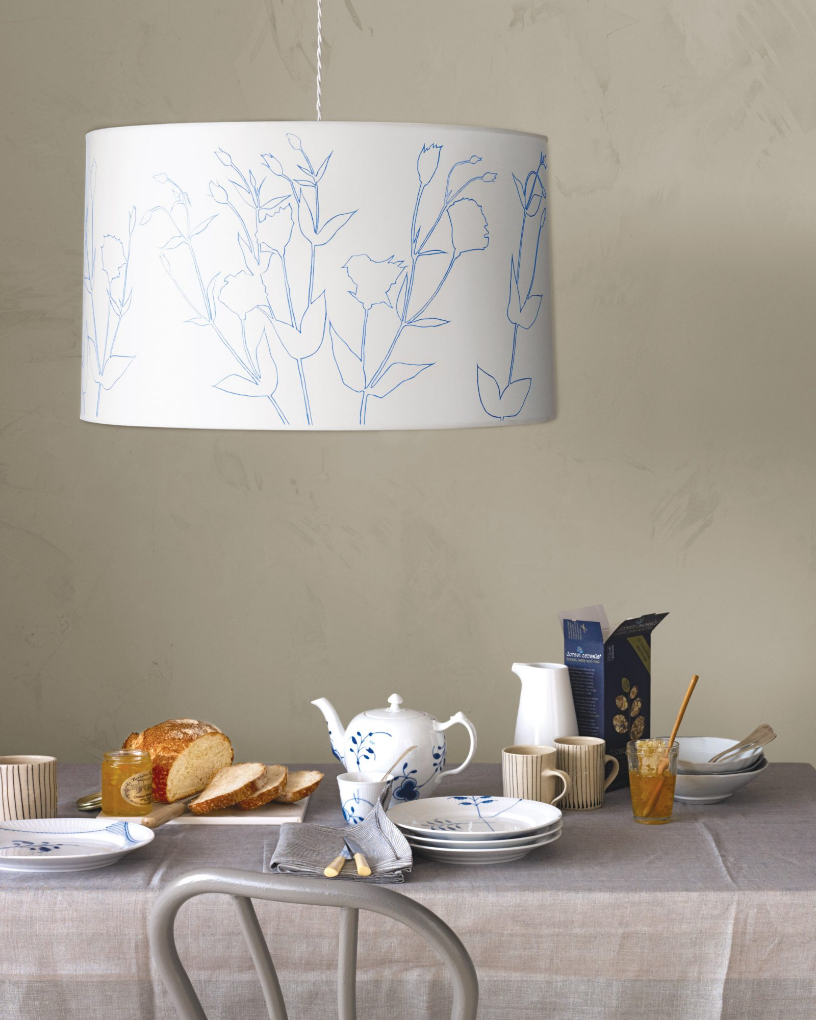 Flower-Outline Lampshade