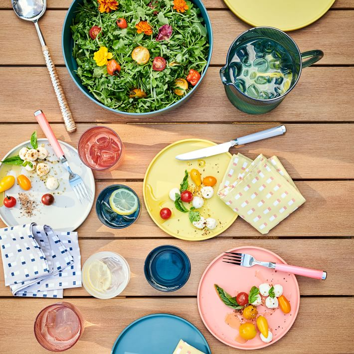 outdoor dining plates