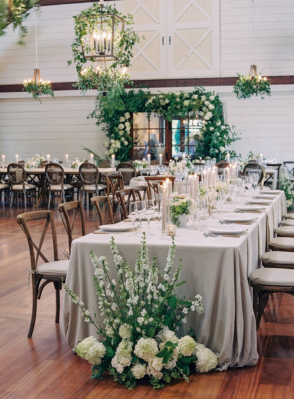 How to Choose the Right Linens for Your Reception Tables   Martha Stewart