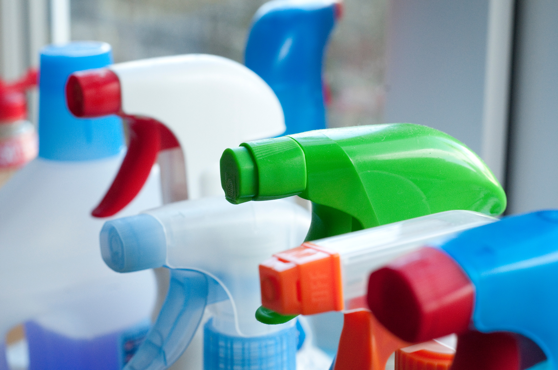 cleaning product spray bottles