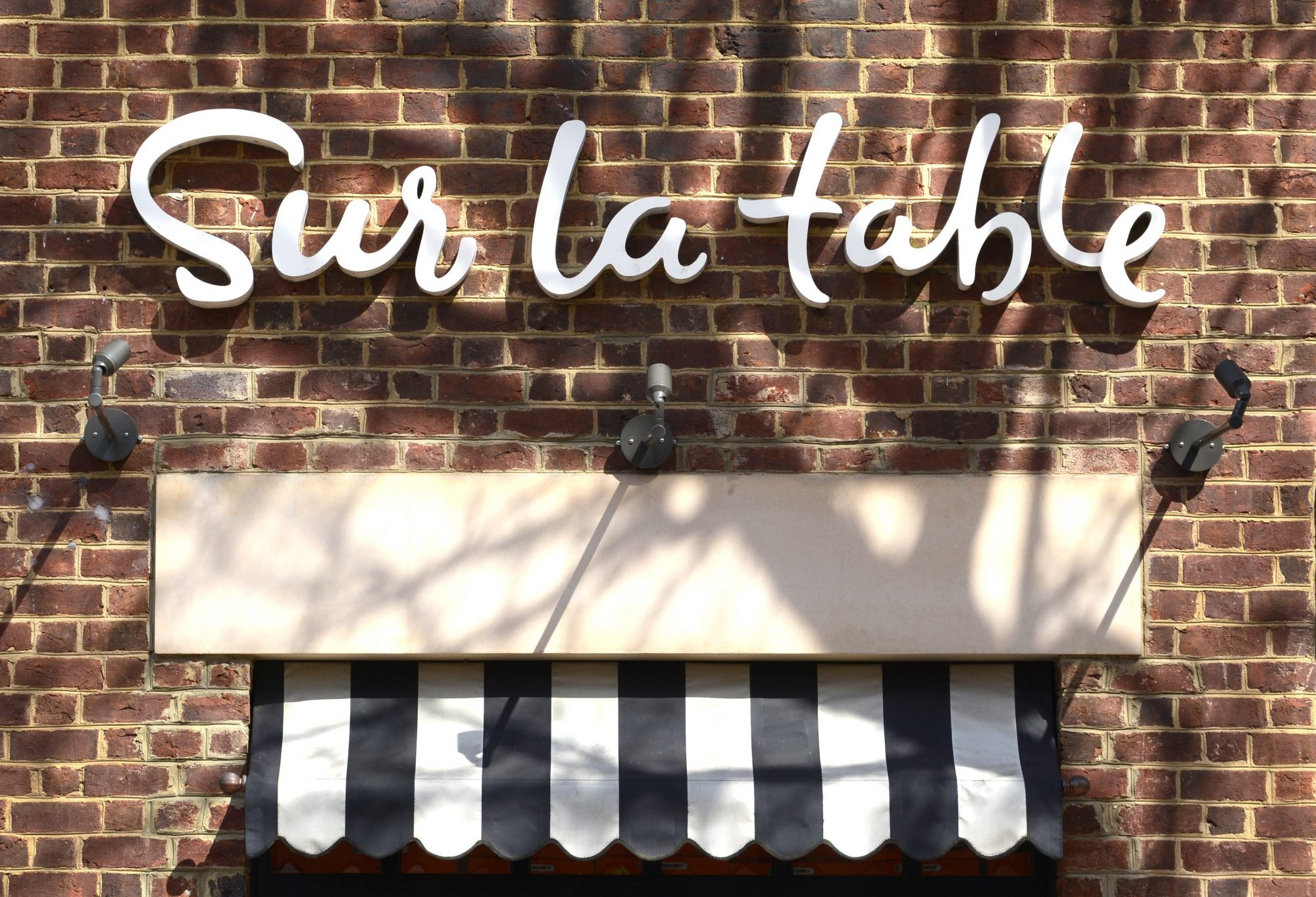Sur La Table storefront