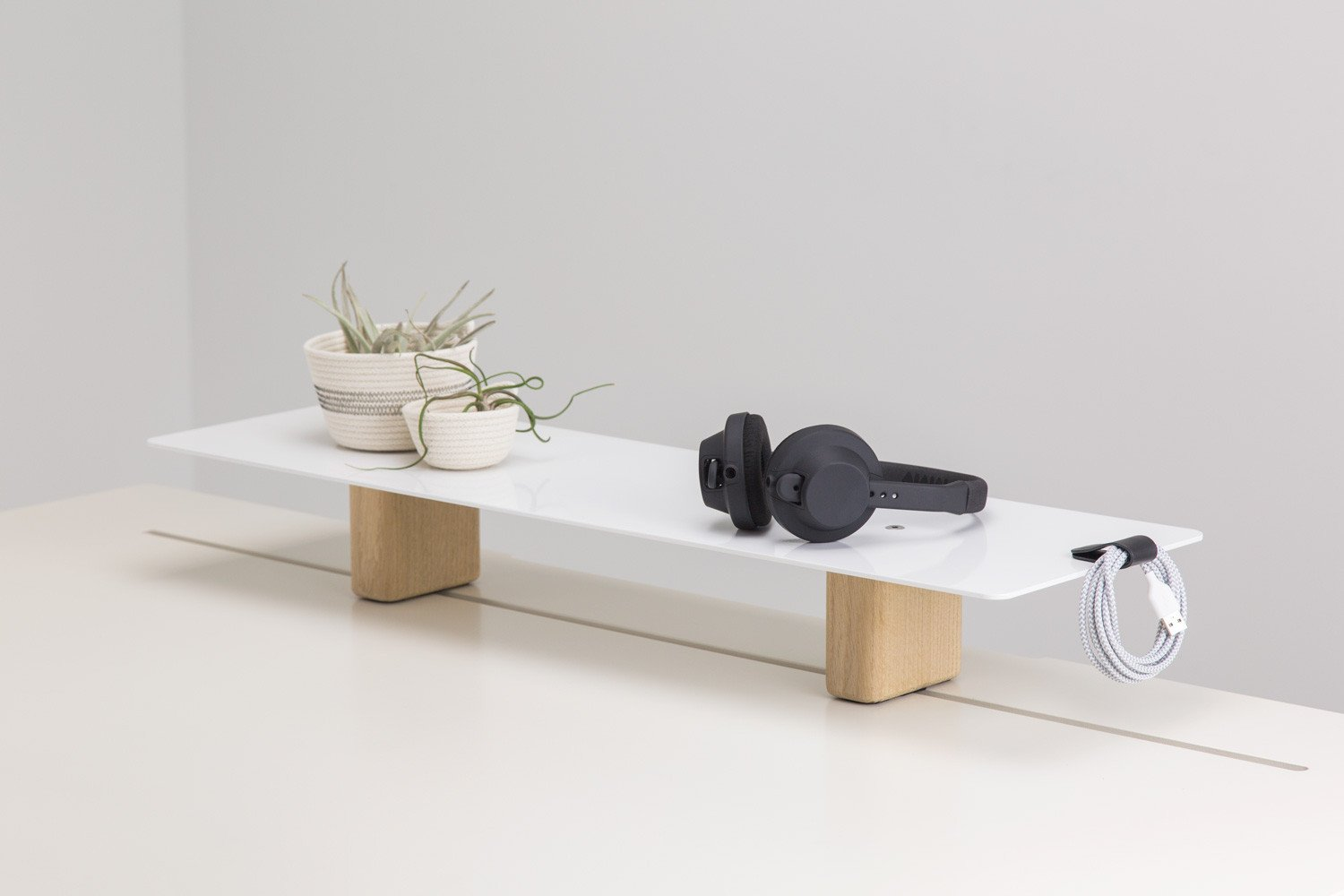 The Artic Fox Large Desk Stand