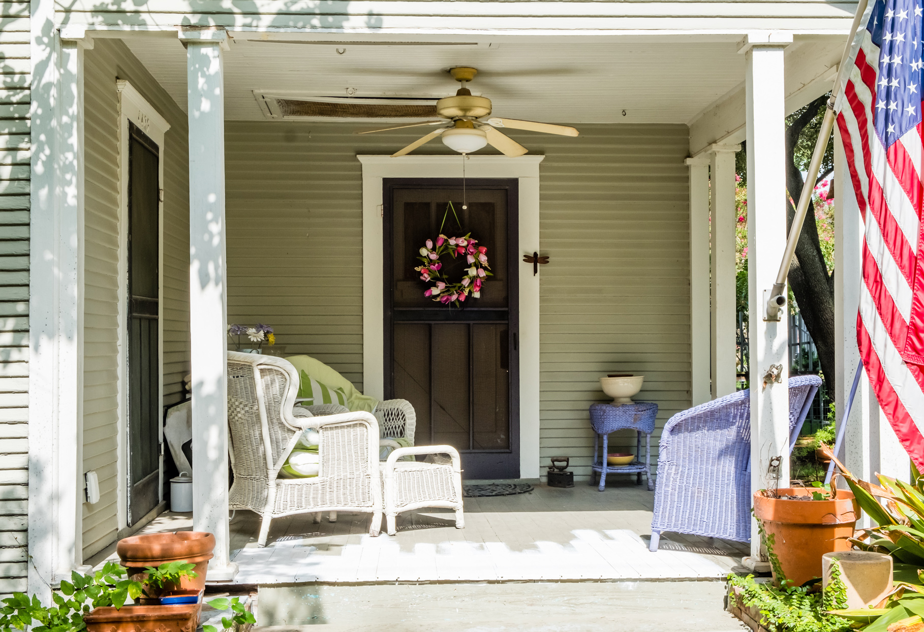 front porch with ceiling can and wicker furniture
