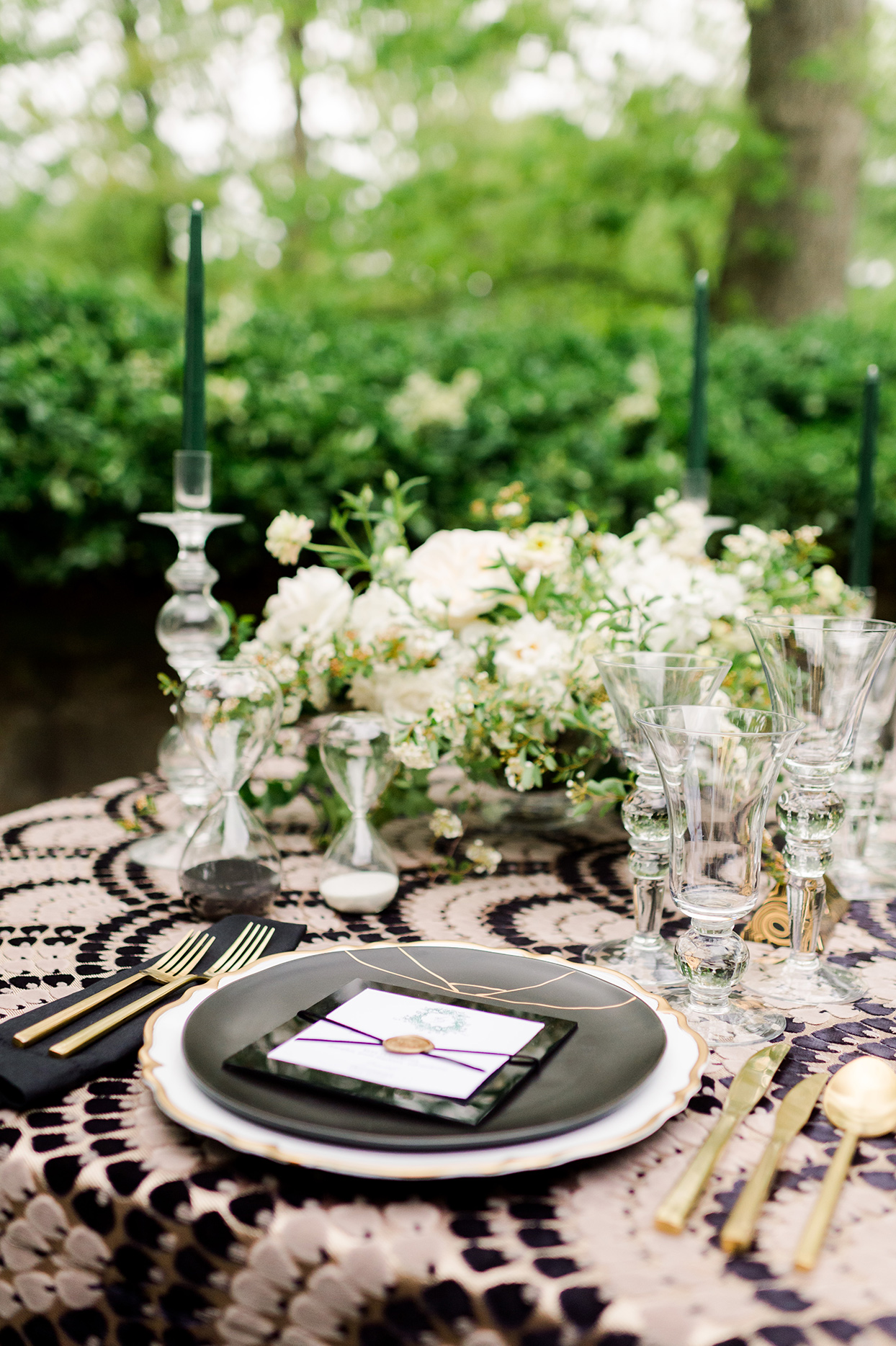 Scalloped, gold-rimmed chargers with black dinner plates