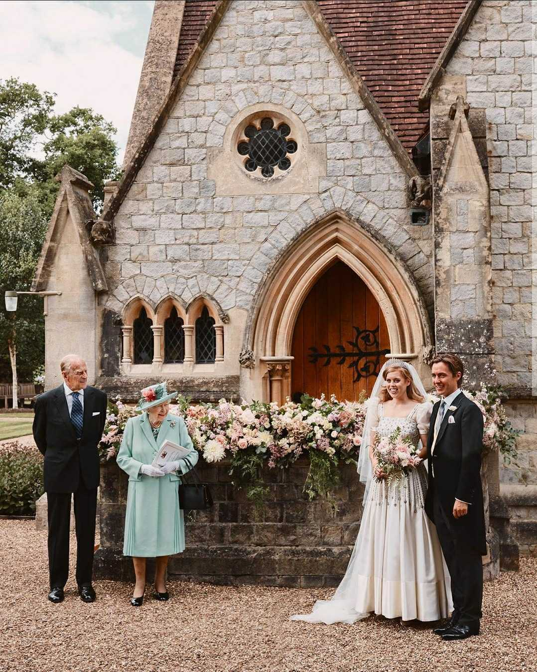 princess beatrice and edoardo mapelli mozzi wedding day portrait with queen elizabeth and prince philip