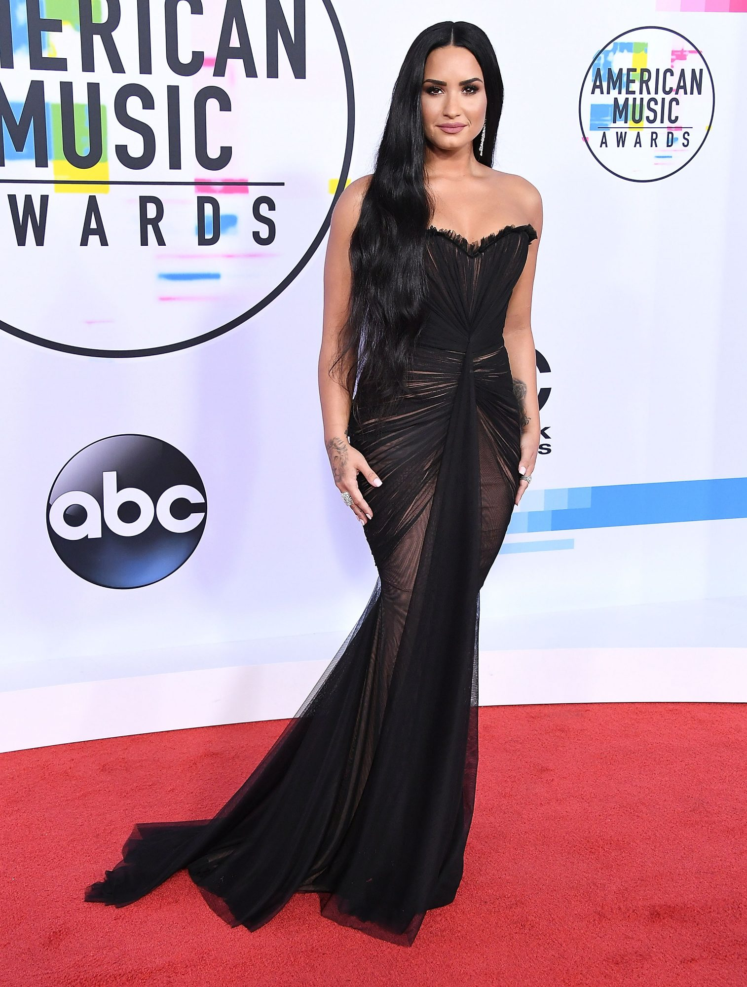 demi lovato american music awards red carpet