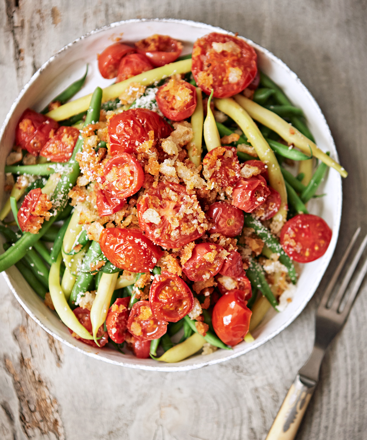 Green Beans with Tomatoes and Crispy Breadcrumbs