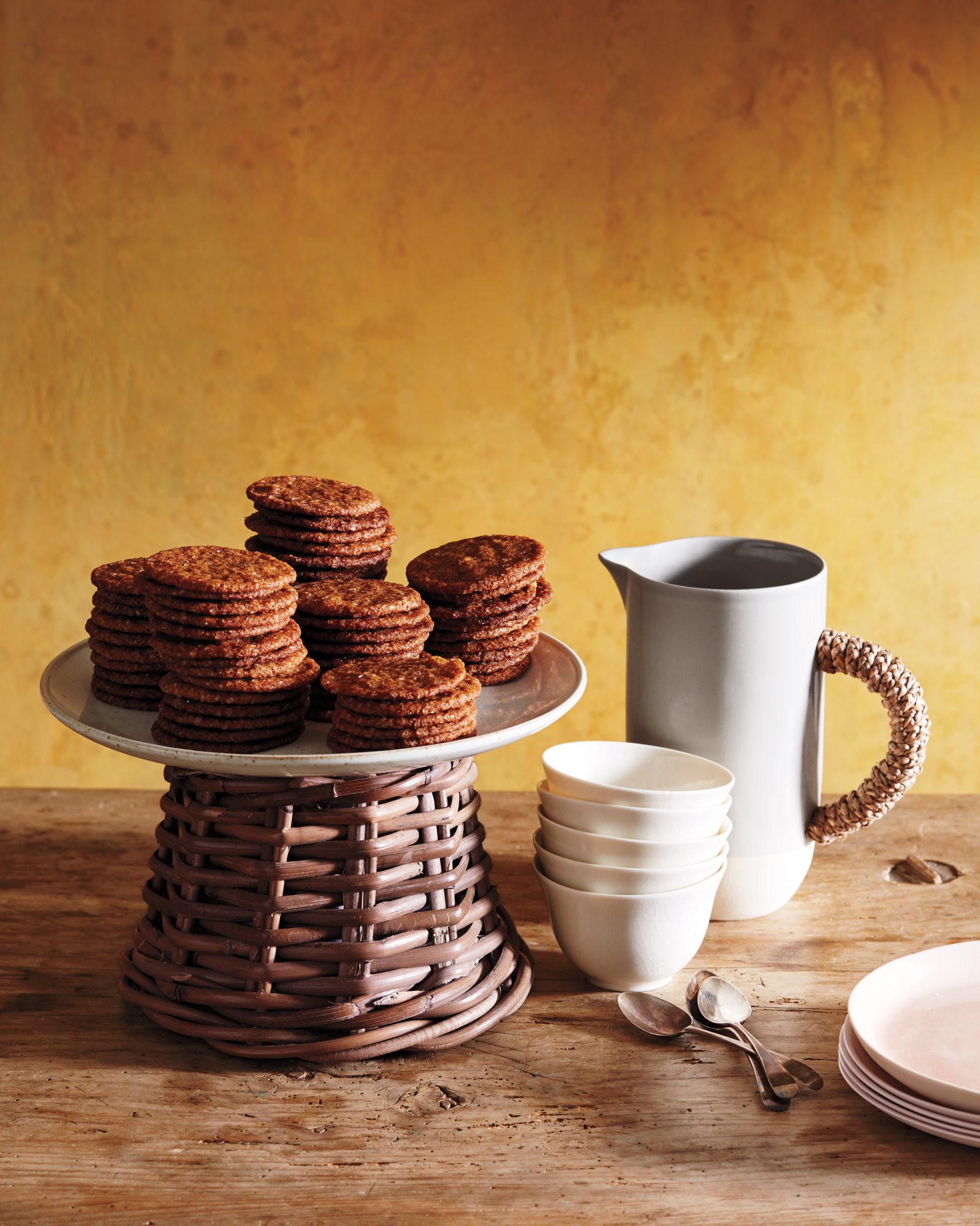 cake plate with cookies