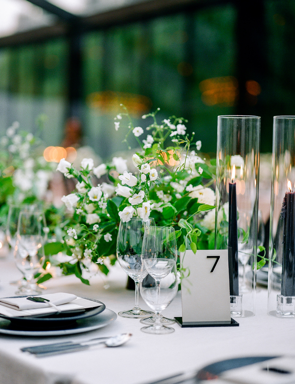 black and white themed centerpiece decor