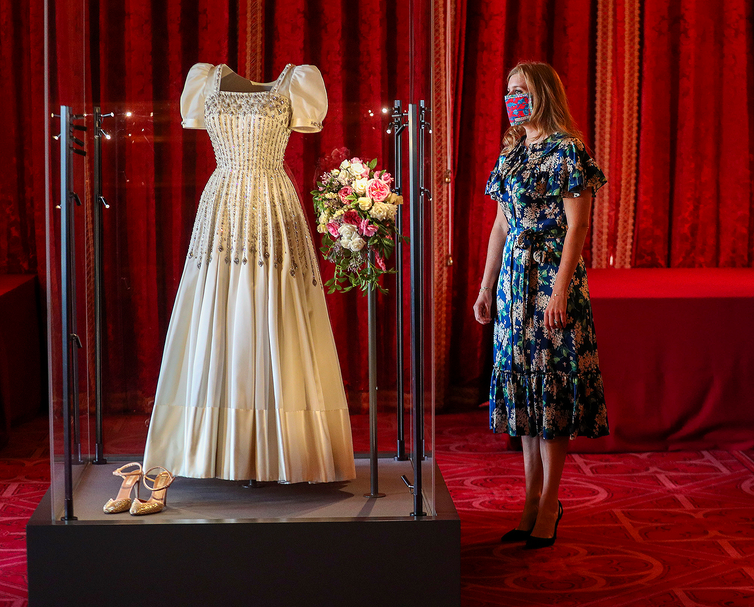 princess beatrice viewing her wedding dress loaned by queen elizabeth in windsor castle