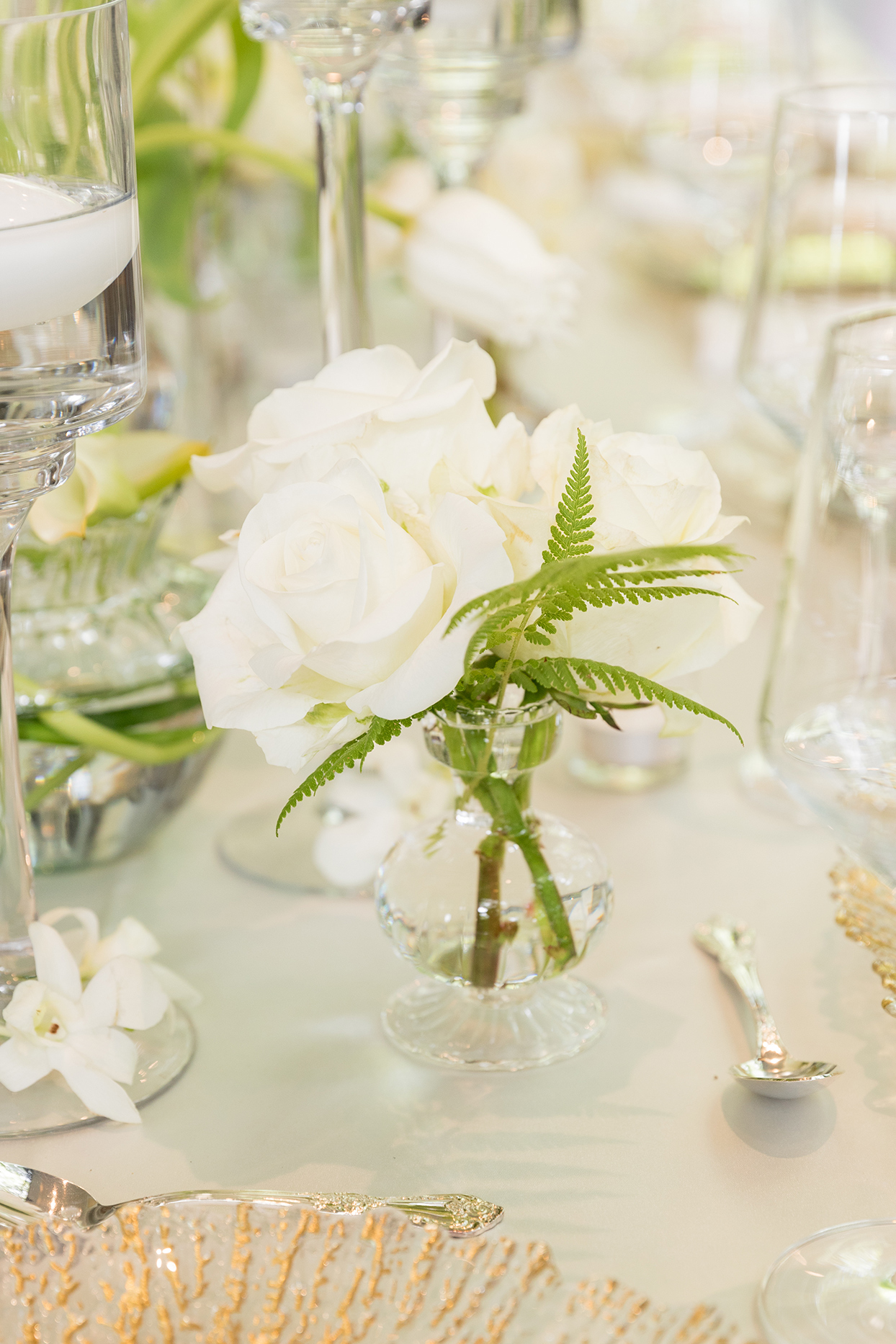 small white floral table decor