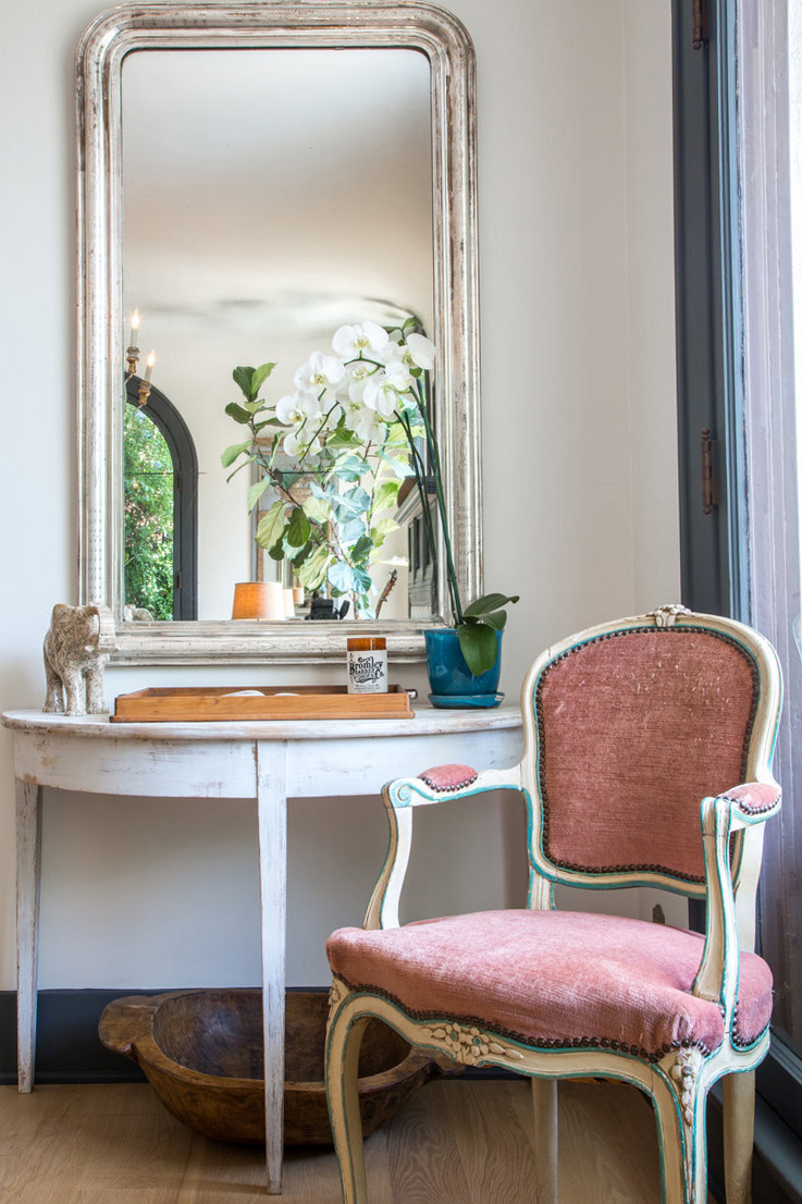 corner decorated with traditional mirror and pink vintage chair