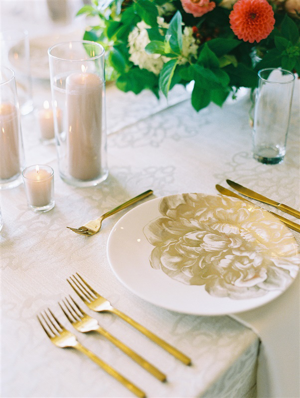 white and gold elegant place setting for wedding